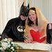 Batman és Wonder Woman boldogan írják alá az anyakönyvet