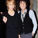 Ron Wood a Rolling Stonesból 2008-ban hagyta ott a feleségét a képen látható Jekatyerina Ivanováért. Utóbbi ennek nyomán még a hírességek Big Brother házába is bejutott a múlt télen.