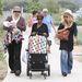 Családi séta: Zoé férje Rodger Berman bankár, 13 éve vannak együtt.