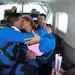 Phil és Gail Mathis repülős csókja
