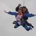 A menyasszony és az őt kísérő ejtőernyős