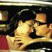 Justin Theroux egy filmrendezőt játszik a Mulholland Drive-ban, itt éppen a titokzatos színésznőn mutatja meg, hogyan kell csókolni