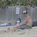 Anthony Kiedis a kisfiával a strandon Saint Barthélemy szigetén