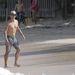Anthony Kiedis a strandon Saint Barthélemy szigetén