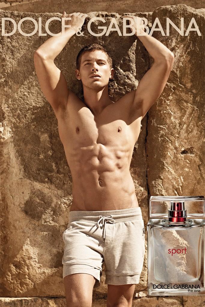 Dolce & Gabbana - The One Sport parfüm reklámja, a modell Adam Senn