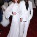 2011. május - Florence Welch a Metropolitan Costume Institute gáláján, amit abban az évben Alexander McQueen tiszteletére tartottak. A szakállas úriember Welch mellett Stefano Pilati, aki 2002-től volt az Yves Saint Laurent vezető tervezője, ahonnan most február végén jött el