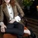 2012. február - Florence Welch férfias ruhában egy fotózáson egy Crooked Well nevű pubban