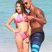 Shemar Moore Miamiben a strandon derekat fog át