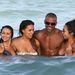 Shemar Moore Miamiben a strandon nőkoszorúban