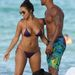 Shemar Moore Miamiben a strandon hátat paskol