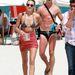 Hermann Nicoli a strandon Miamiben megy Candice Swanepoel után
