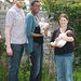 Van Kleef-Boltonék egy normális méretű kismama mellett