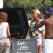 Mario Balotelli körbecsajozza fél Ibizát - balra háttal Vanessa Lawrens, modell