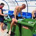 Dai Greene és Jack Green brit gátfutók poénból jégfürdőt vesznek egy edzés után
