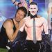 Perez Hilton egy Channing Tatum alakúra kivágott kartondarabot ölelgettett a Magic Mike premierjén
