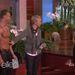 Nicole Richie kockahasú modelleket szagolgat Ellen DeGeneres műsorában