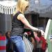 Melanie Griffith pénzt dob a parkolóórába
