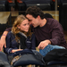 Mary-Kate Olsen és Olivier Sarkozy a Dallas Mavericks vs New York Knicks kosármeccsen a Madison Square Gardenben