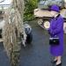 A mocsári szörny, akit a királynő olyan gyanúsan méreget, valójában egy álcát viselő mesterlövész.