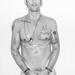 Ez pedig Tony Ward férfimodell-legenda. A beállításból és a fehér háttérből nyilván ki lehet találni, hogy Terry Richardson volt a fotós