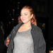 Lindsay Lohan Londonban szilveszterezett, A Dorchester Hotel mellett kapták le, amint kiszáll kocsijából.