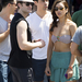A bikinis modellhölgy bizonyos Renee Puente, a kalapos Matthew Morrison barátnője