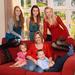 Az anya és öt gyermeke otthonukban