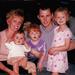 Sharon még első férjével és három közös lányukkal, kb. 10 évvel ezelőtt