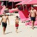 Andrej Sevcsenkó és Jamie Redknapp Barbadoson sétál