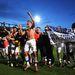 A Luton Town megverte a Norwich Cityt, ezért most ünnepelnek - Kovács János középen