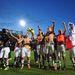 A Luton Town megverte a Norwich Cityt, ezért most ünnepelnek - Kovács János magasba emelt kézzel