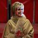 Jane Fonda pedig mit sem sejtve vonult be előttük a vörös szőnyegen.