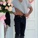 Jerry O'Connell, nagyon sok virág és egy lerepülő póló