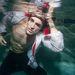 Nikolai Danielsen víz alatt pózol