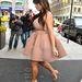 Kim Kardashian esernyő-mivolta oldalról a legszembetűnőbb