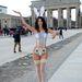 Micaela Schaefer testfestéssel, nyuszis bugyival pózol a brandenburgi kapu előtt Berlinben.