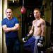 És még két bokszoló, az idősebb bajnok, Barry McGuian edzi a fiatalabbat, Carl Framptont