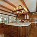 és egy hatalmas terasz, meg ez a konyha.