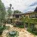 Az ingatlan korábban egy realitycelebé volt: Adrienne Maloof, a Beverly Hills-is feleségek szereplője lakott benne.