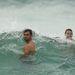 Cameron Smith és Billy Slater élvezi a hullámokat