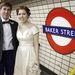 Eliot Maunder és Emily Drabek kimondták az igent, szállnak is fel a lakodalmi metróra