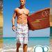 Kellan Lutz a szörffelszerlést népszerűsíti