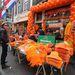 Ha valaki esetleg nem rendelkezett volna vele, akkor narancssárga standok gondoskodtak arról, hogy mindenki stílusosan öltözhessen