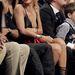 Rihanna kurvásan öltözött fel a kosármeccsre.