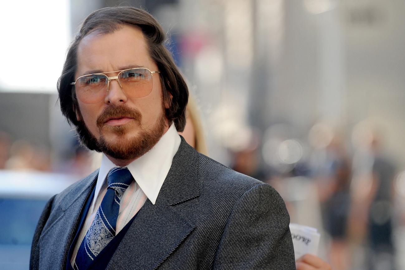 Igen, Christian Bale-ről van szó, aki az American Hustle-t forgatja most, és lassan Hollywood legnagyobb átalakulóművésze lesz belőle, annyit hízik és fogy egy-egy szerep kedvéért