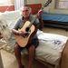 Már gitározik,