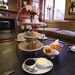 Eközben a St James Hotel kisherceg/kishercegnő témájú ötórai teát ad