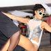 Rihanna testőrén lovagol.