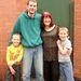 Dianne és Gavin Hodgson a feleség lányának gyerekeivel, akik egyben Gavin mostohaunokái is