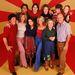 Az Azok a '70-es évek show stábja 1999-ben. Kelly elöl, középen látható, Mila Kunis mellett. A főszereplő (hátsó sor, jobbról a második) nővérét alakította, Laurie Formant